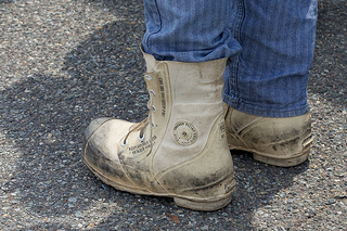 5 Safety Tips for Do-It-Yourself Roofing Projects - Working Boots