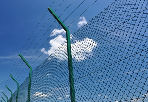 Choosing Fencing for Your Home 2 - security-fencingwire_opt
